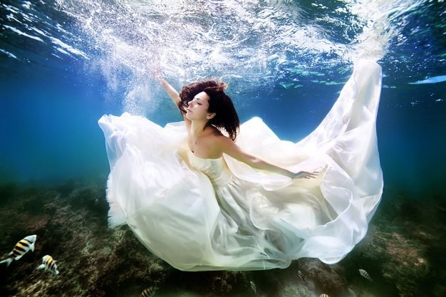 Best-wedding-photos-under-water-wedding-photos-wedding-photographer-california-beauitufl-wedding-dress-05 catering san diego wedding catering