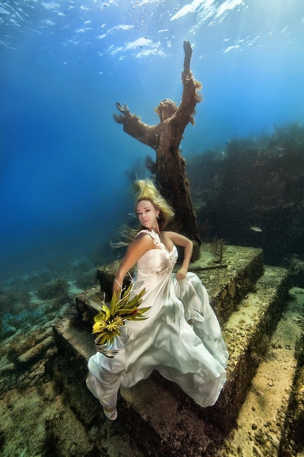 Best-wedding-photos-under-water-wedding-photos-wedding-photographer-california-beauitufl-wedding-dress-14 catering san diego wedding catering
