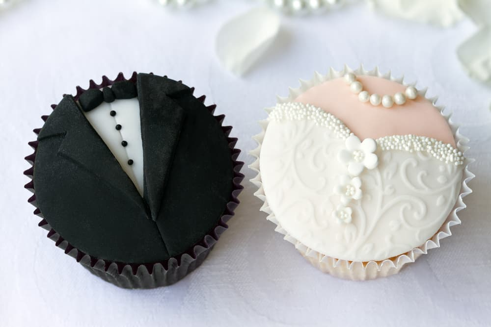 Bride-and-groom-cupcakes catering san diego wedding catering